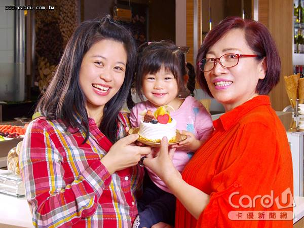 帶老媽到飯店吃海陸大餐,還可親手為媽媽製作DIY蛋糕,全家一起歡度母親節(圖/台北花園酒店 提供)