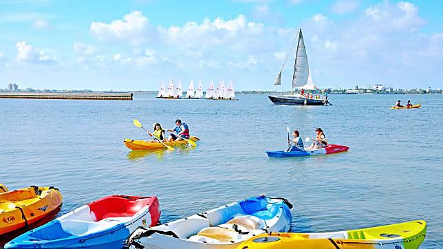 ▲遊客可以體驗操帆駕舟享受航海樂趣。(圖/鵬管處提供)