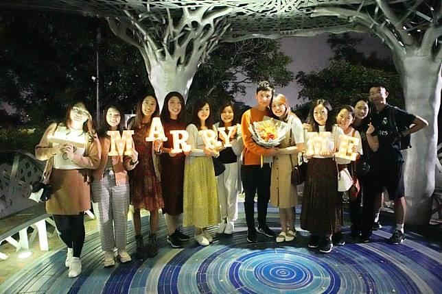 香港遊客跨海來嘉求婚 情定月影潭心