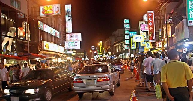 醫護見墾丁大街人潮多爆氣PO文 擋不住台灣人的「劣根性」