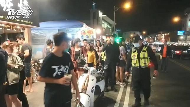 墾丁大街人潮擠爆。(示意圖,與當事人無關/TVBS)